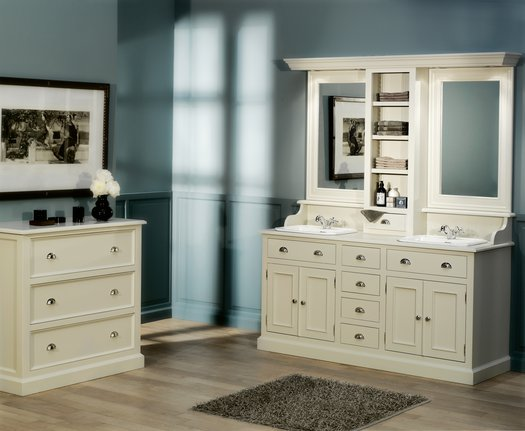 Cottage bathroom with Milton Vanity unit with 2 washbasins