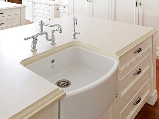 Waterside 600 kitchen sink integrated into the kitchen countertop
