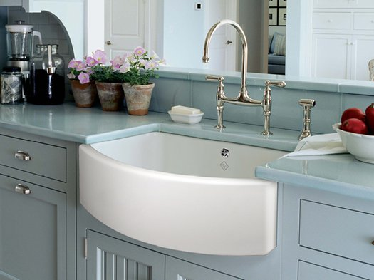 Waterside 800 kitchen sink integrated into the kitchen countertop