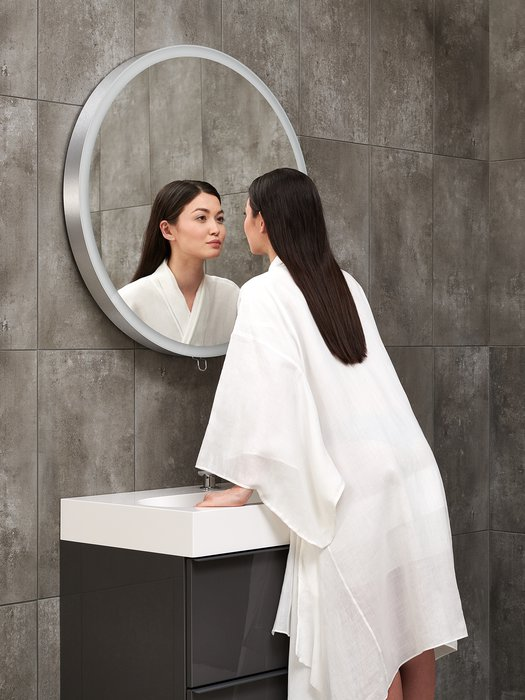 Miroir branché pour la salle de bains 80 cm