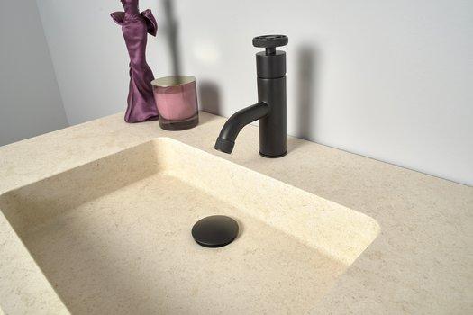 Détail plan vasque élégant Cube en marbre