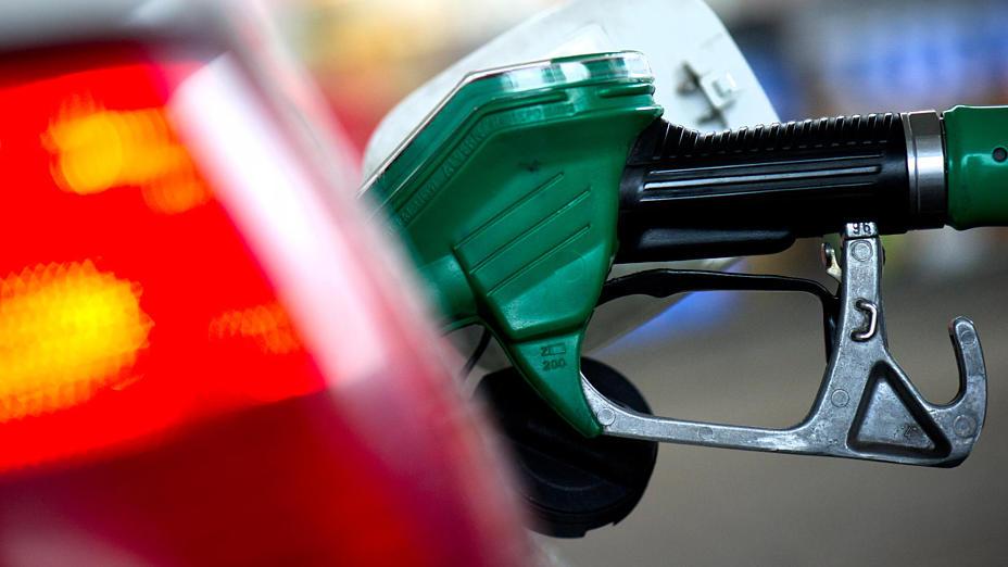 Wasserpegel-und-lpreis-sinken-Preise-f-r-Benzin-und-Diesel-steigen