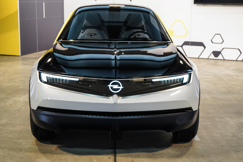 Eine-Fahrt-im-Opel-der-Zukunft