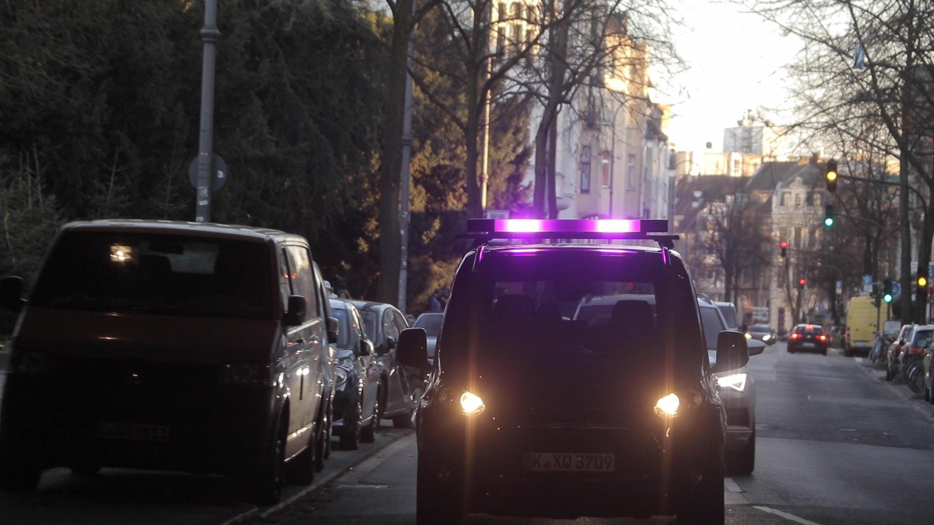 Ford-testet-Lichtsignale-f-r-die-Kommunikation-zwischen-Autonomen-Fahrzeugen-und-Fussg-ngern