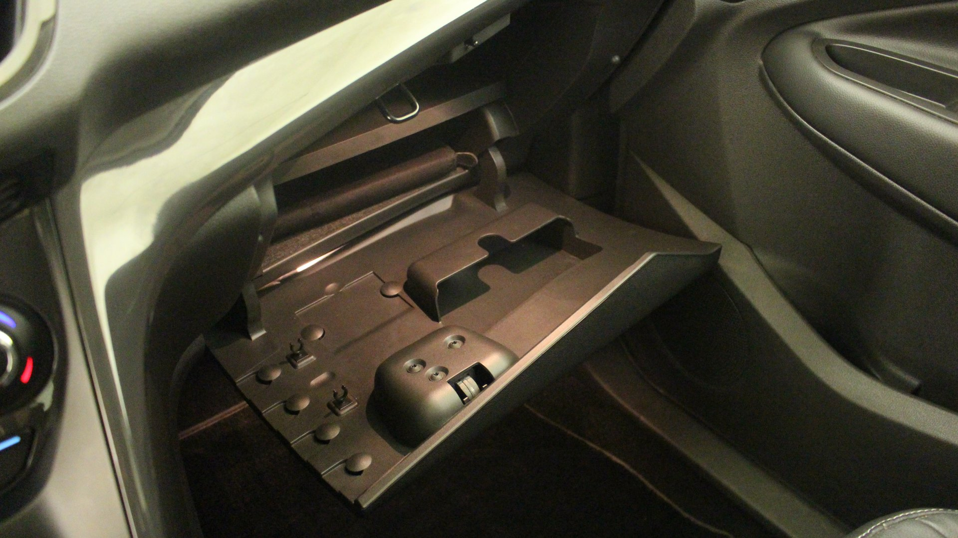 ford kuga 4x2 et suv 5 portes diesel 2 0 tdci 163 4x4 bo te automatique ou robotis e. Black Bedroom Furniture Sets. Home Design Ideas