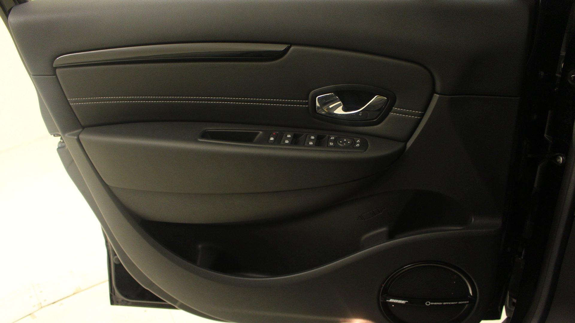 renault grand scenic 3 monospace 5 portes diesel dci 130 eco2 bo te manuelle. Black Bedroom Furniture Sets. Home Design Ideas