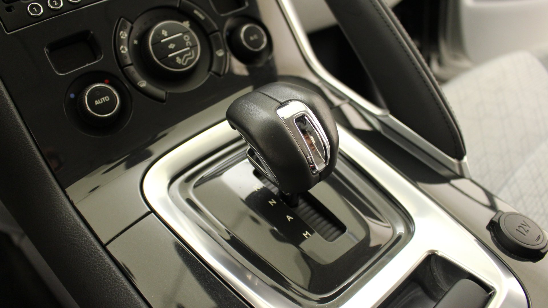 peugeot 3008 nouveau 4x4 et suv 5 portes hybride diesel hybrid4 bo te automatique ou. Black Bedroom Furniture Sets. Home Design Ideas