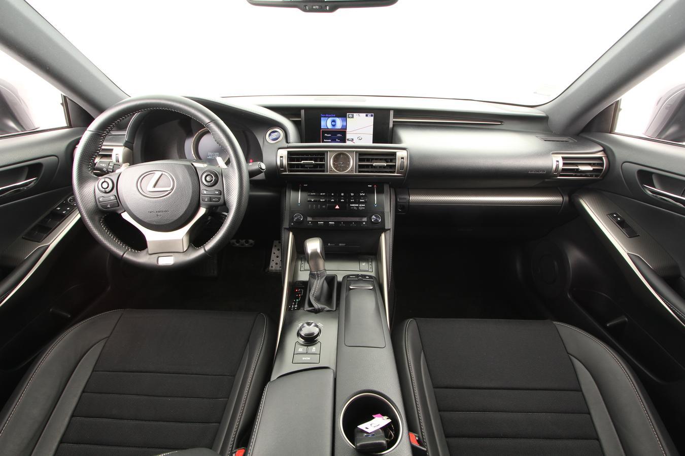 lexus is routi re 4 portes hybride essence 300h bo te automatique ou robotis e. Black Bedroom Furniture Sets. Home Design Ideas