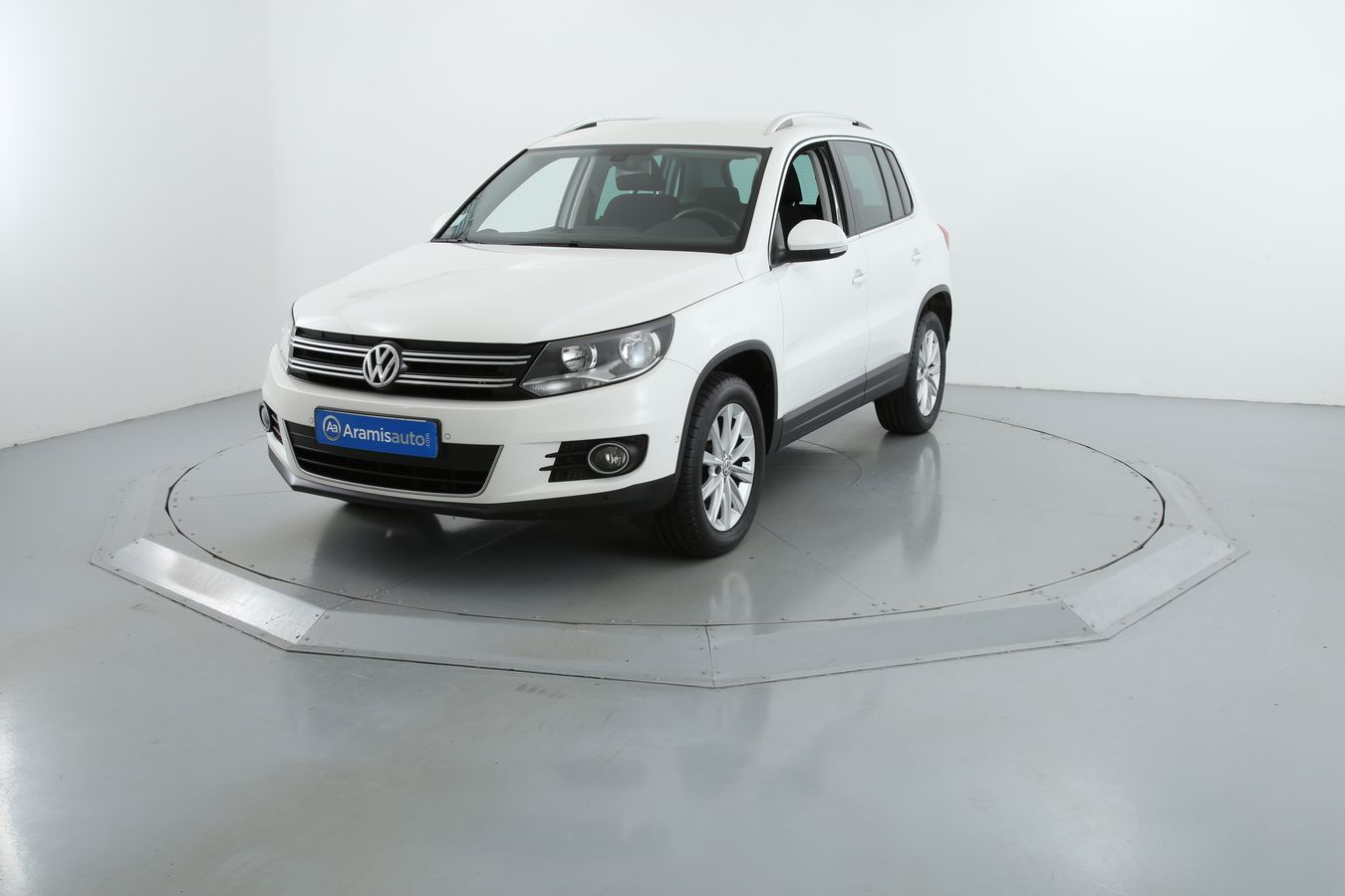 volkswagen tiguan 4x2 et suv 5 portes diesel 2 0. Black Bedroom Furniture Sets. Home Design Ideas