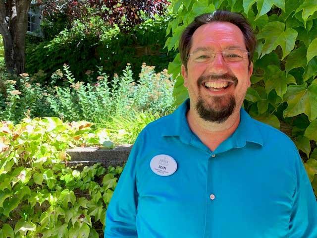 Sean, an employee at Arbol Residens of Santa Rosa retirement community