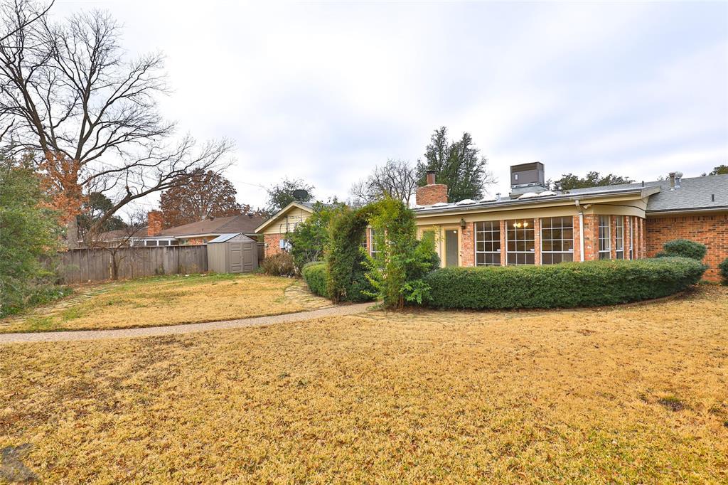2033 Greenbriar Drive, Abilene, Texas 79605 - acquisto real estate best looking realtor in america shana acquisto