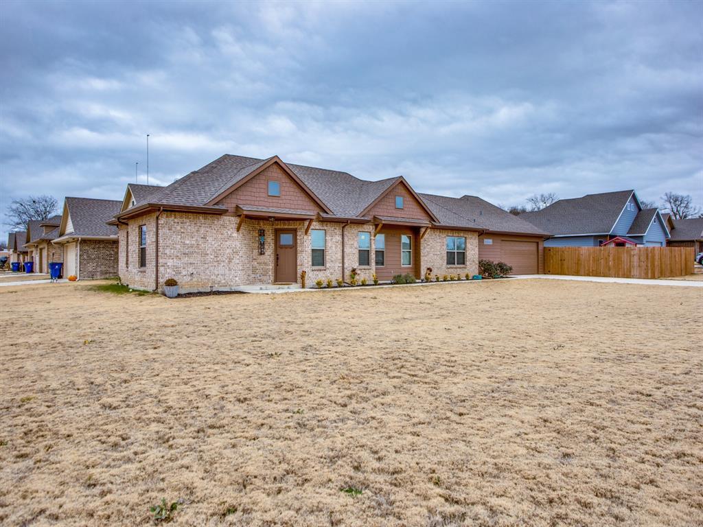 415 Montague Street, Pilot Point, Texas 76258 - acquisto real estate best allen realtor kim miller hunters creek expert