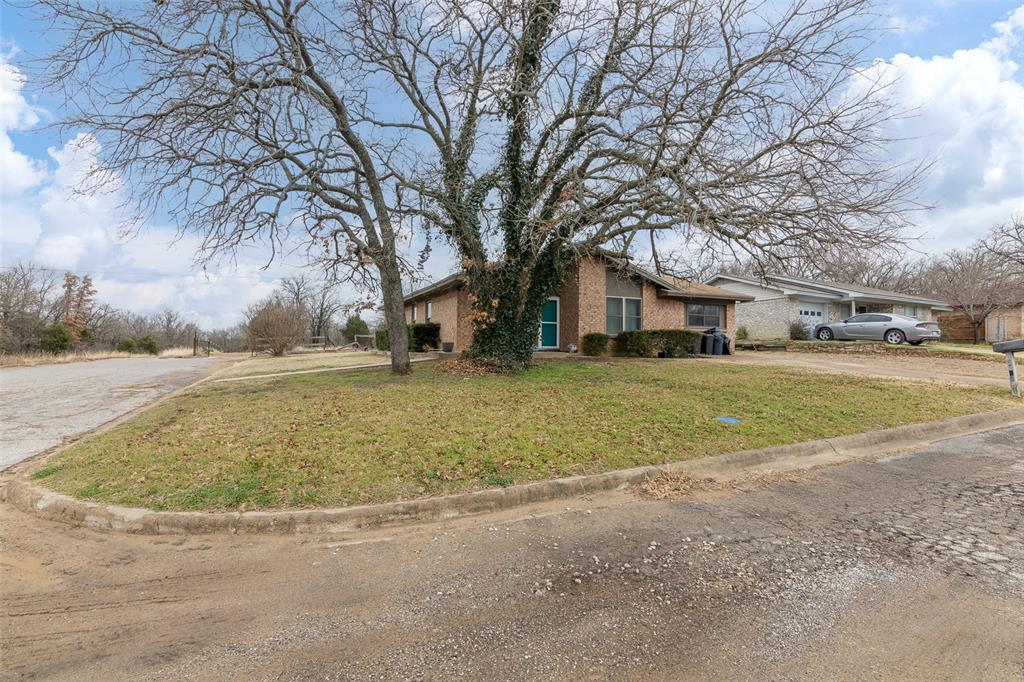 5210 Laurie Drive, Mineral Wells, Texas 76067 - Acquisto Real Estate best frisco realtor Amy Gasperini 1031 exchange expert