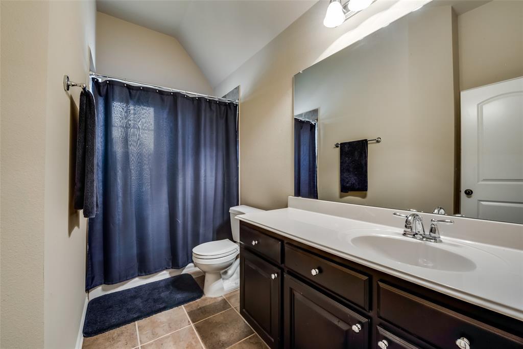 9451 Blanco Drive, Lantana, Texas 76226 - acquisto real estate best realtor foreclosure real estate mike shepeherd walnut grove realtor