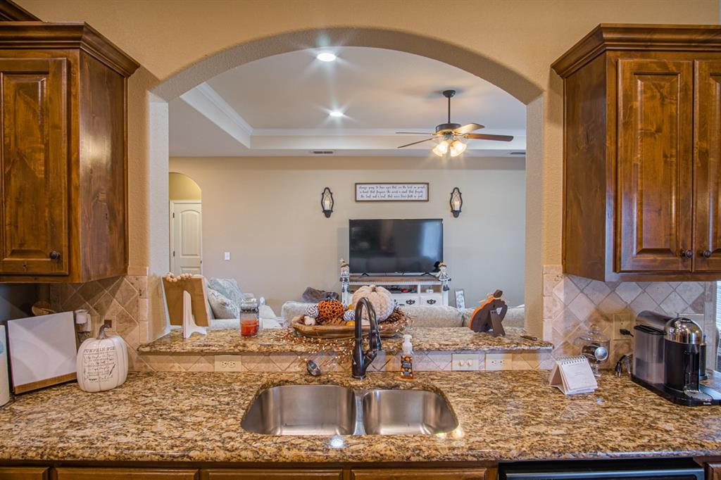 10 Liberty Court, Wichita Falls, Texas 76306 - acquisto real estate best real estate company to work for