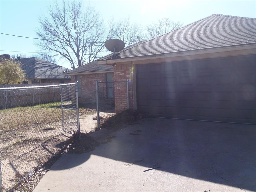 1300 Sparrow Court, DeSoto, Texas 75115 - acquisto real estate best style realtor kim miller best real estate reviews dfw