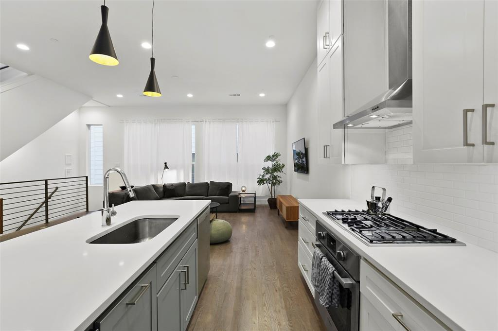 2226 Garrett Avenue, Dallas, Texas 75206 - acquisto real estate best celina realtor logan lawrence best dressed realtor