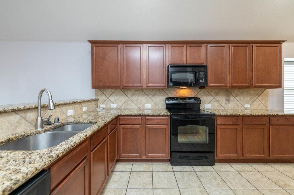 1337 Shelley Drive, Burleson, Texas 76028 - acquisto real estate best new home sales realtor linda miller executor real estate