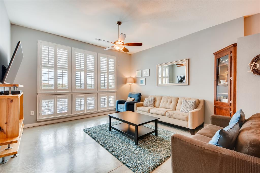 201 Lancaster Avenue, Fort Worth, Texas 76102 - acquisto real estate best real estate company to work for