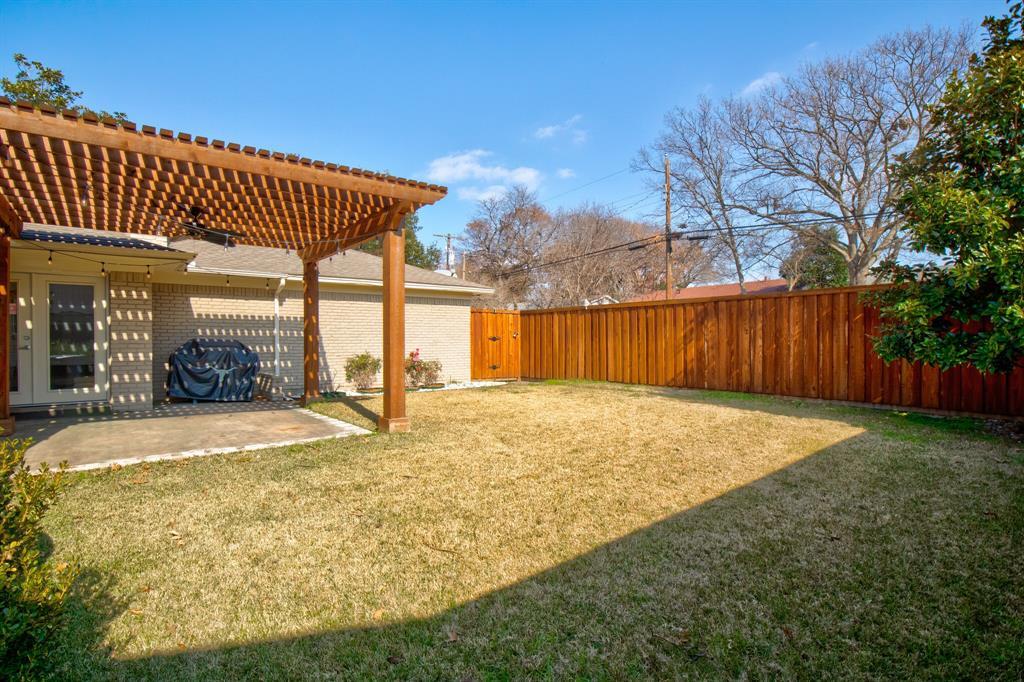 11916 Brookmeadow Lane, Dallas, Texas 75218 - acquisto real estate best realtor foreclosure real estate mike shepeherd walnut grove realtor
