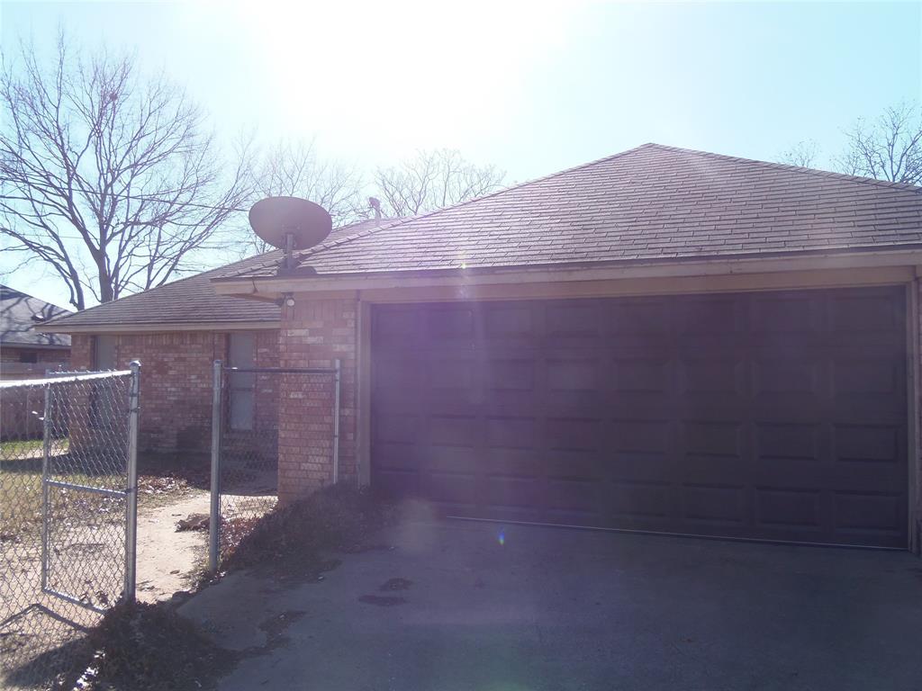 1300 Sparrow Court, DeSoto, Texas 75115 - acquisto real estate best new home sales realtor linda miller executor real estate