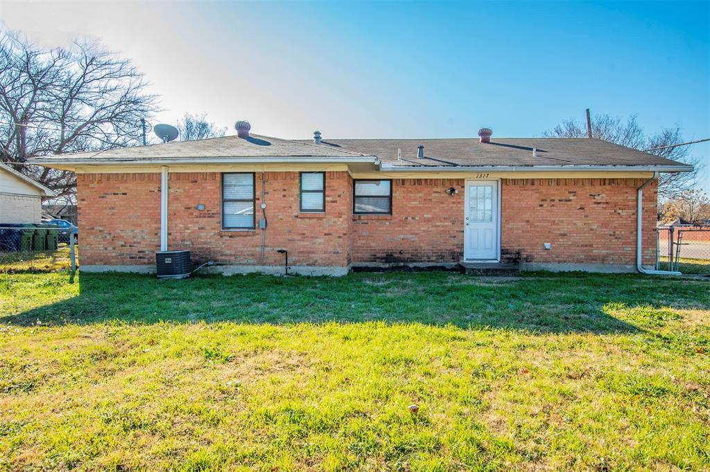 1317 Crockett Street, Garland, Texas 75040 - acquisto real estate best realtor foreclosure real estate mike shepeherd walnut grove realtor