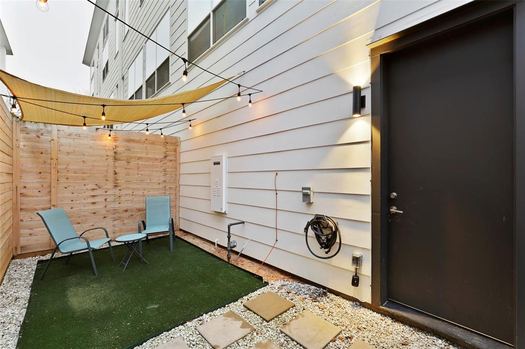 2226 Garrett Avenue, Dallas, Texas 75206 - acquisto real estate best realtor dallas texas linda miller agent for cultural buyers