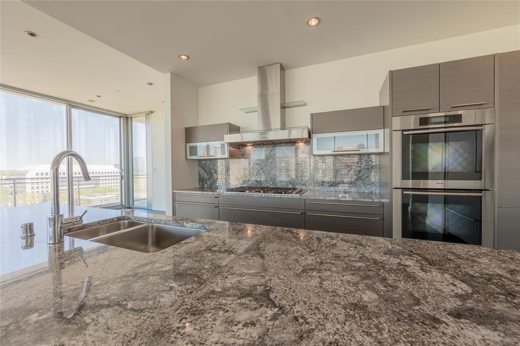 2900 Mckinnon  Street, Dallas, Texas 75201 - acquisto real estate best real estate company in frisco texas real estate showings