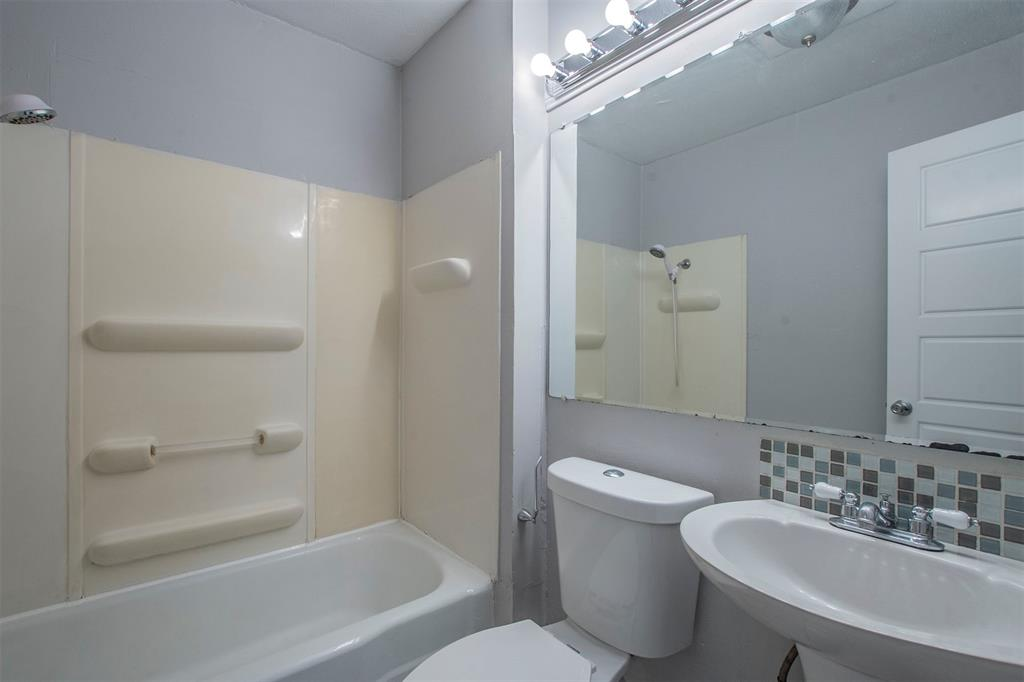 1317 Crockett Street, Garland, Texas 75040 - acquisto real estate best photos for luxury listings amy gasperini quick sale real estate