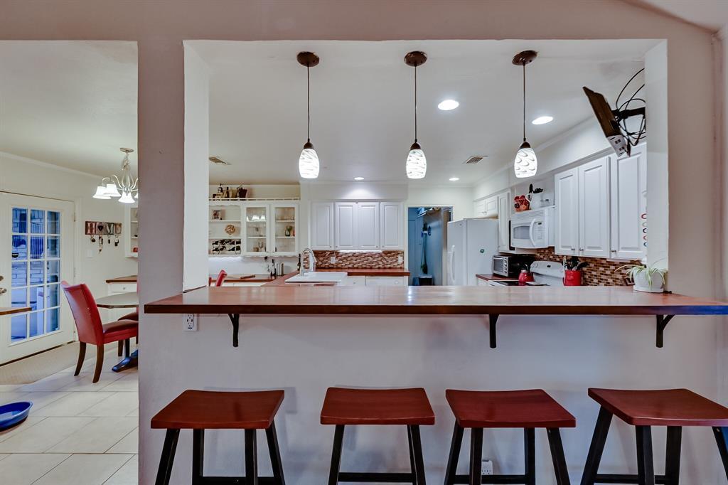 401 Country Club Drive, Joshua, Texas 76058 - acquisto real estate best highland park realtor amy gasperini fast real estate service