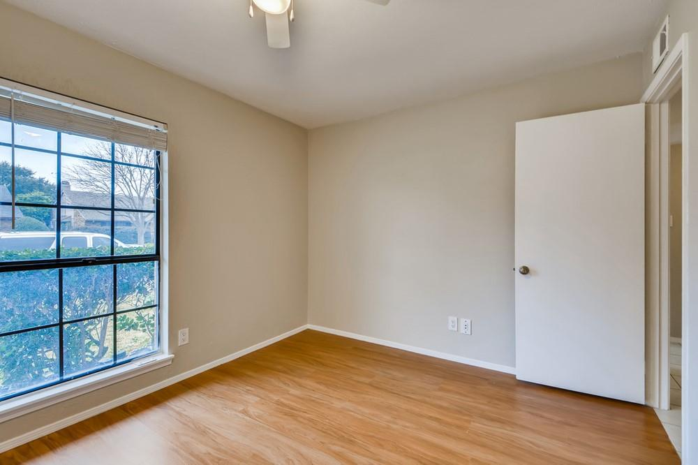 121 Kingsbridge Drive, Garland, Texas 75040 - acquisto real estate best realtor foreclosure real estate mike shepeherd walnut grove realtor