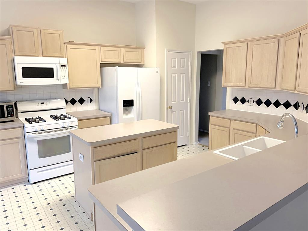 10900 Brandenberg Drive, Frisco, Texas 75035 - acquisto real estate best prosper realtor susan cancemi windfarms realtor