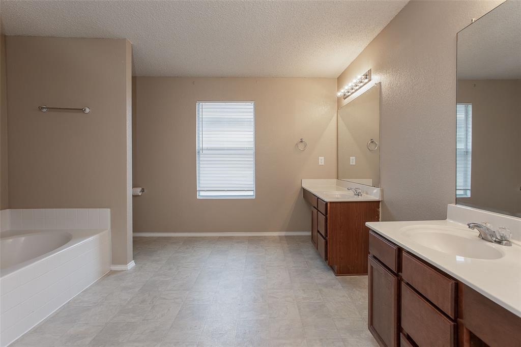 8304 Cutter Hill Avenue, Fort Worth, Texas 76134 - acquisto real estate best negotiating realtor linda miller declutter realtor