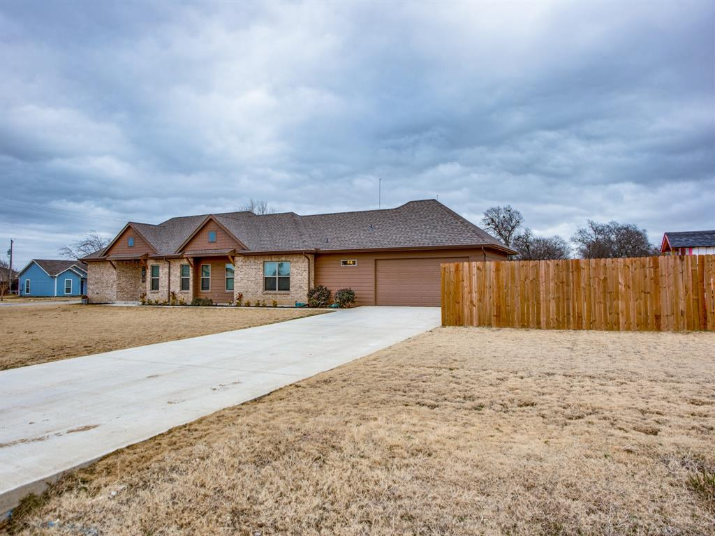 415 Montague Street, Pilot Point, Texas 76258 - Acquisto Real Estate best plano realtor mike Shepherd home owners association expert