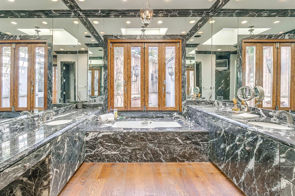 1905 Highland Park Circle, Fort Worth, Texas 76107 - acquisto real estaet best boutique real estate firm in texas for high net worth sellers