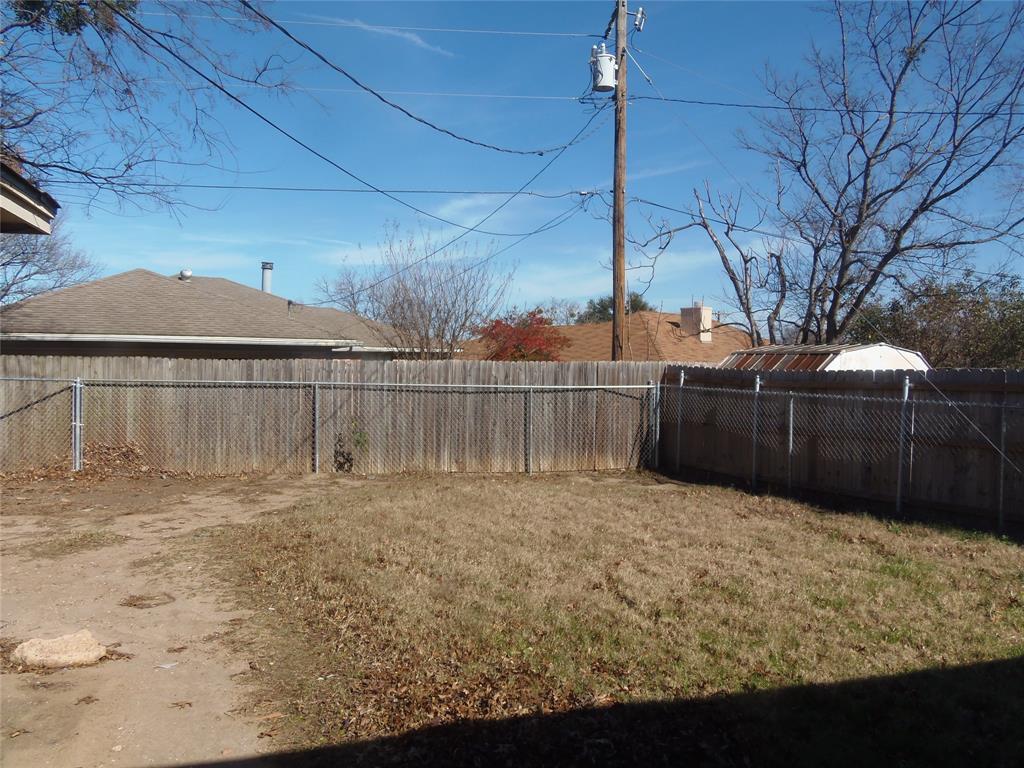 1300 Sparrow Court, DeSoto, Texas 75115 - acquisto real estate best listing agent in the nation shana acquisto estate realtor
