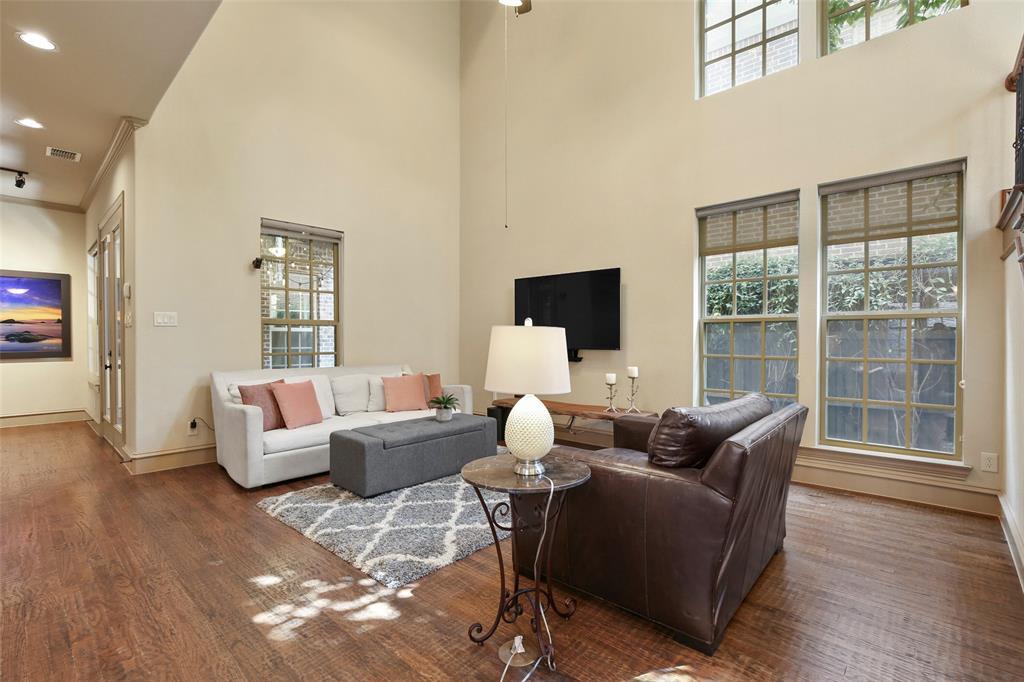 1054 Shadyside Lane, Dallas, Texas 75223 - acquisto real estate best prosper realtor susan cancemi windfarms realtor