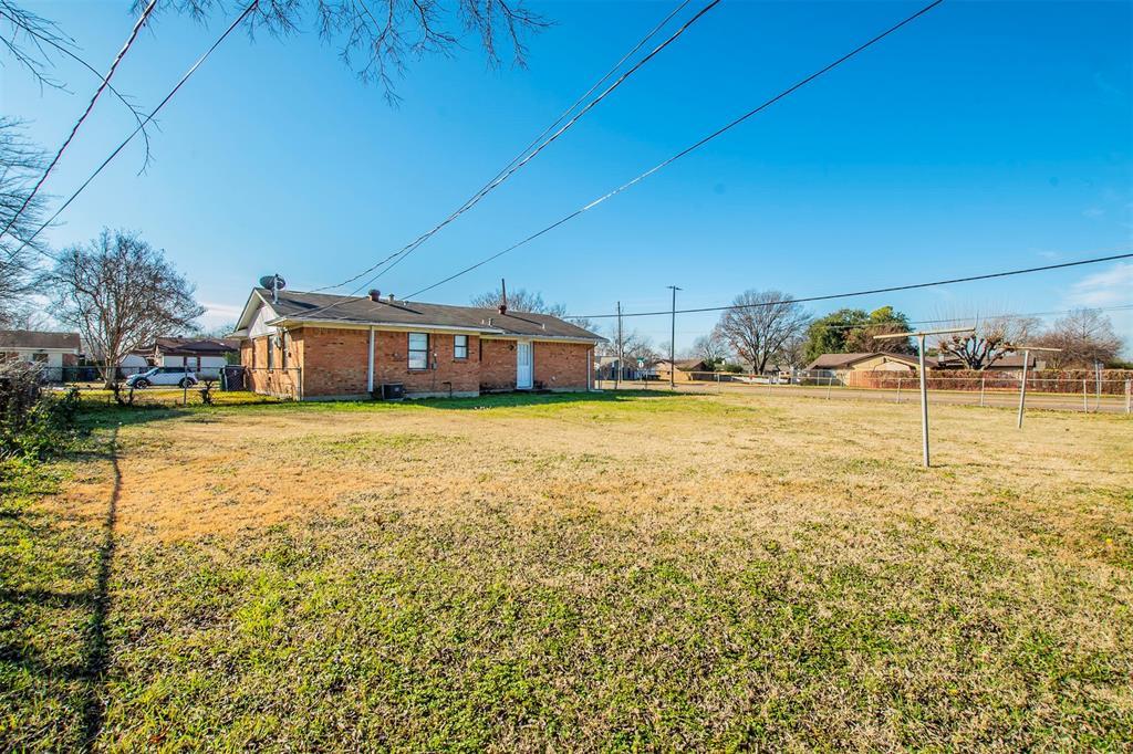 1317 Crockett Street, Garland, Texas 75040 - acquisto real estate best frisco real estate agent amy gasperini panther creek realtor