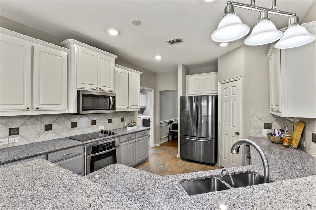 8450 Linden Street, Lantana, Texas 76226 - acquisto real estate best highland park realtor amy gasperini fast real estate service