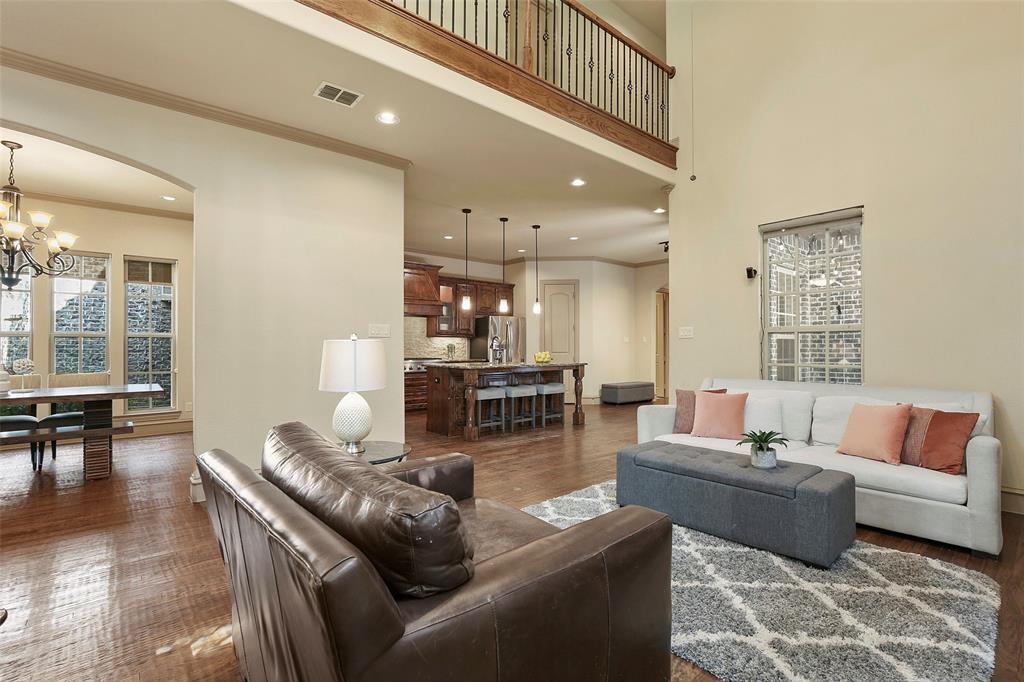 1054 Shadyside Lane, Dallas, Texas 75223 - acquisto real estate best celina realtor logan lawrence best dressed realtor