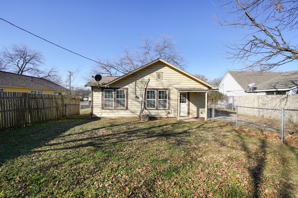 2014 Oak Avenue, Mineral Wells, Texas 76067 - acquisto real estate best realtor dfw jody daley liberty high school realtor