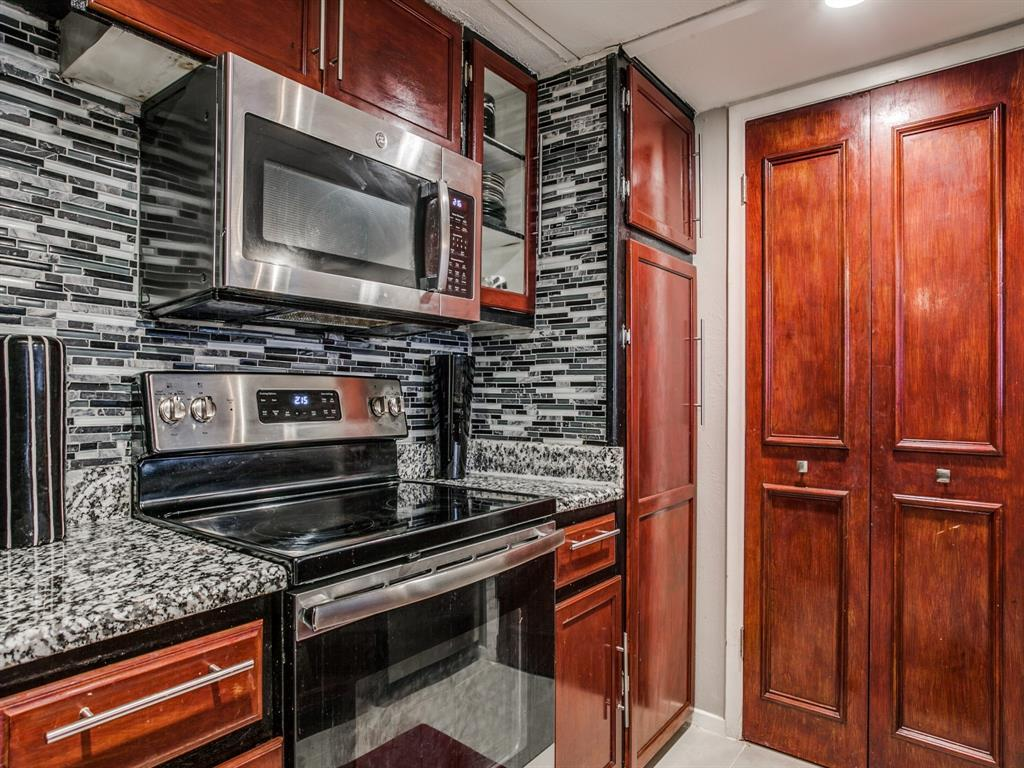 4627 Country Creek Drive, Dallas, Texas 75236 - acquisto real estate best new home sales realtor linda miller executor real estate
