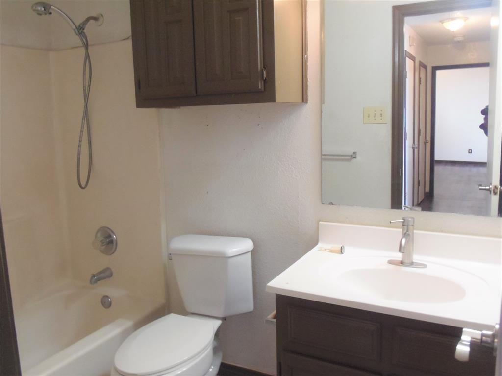 1300 Sparrow Court, DeSoto, Texas 75115 - acquisto real estate best highland park realtor amy gasperini fast real estate service