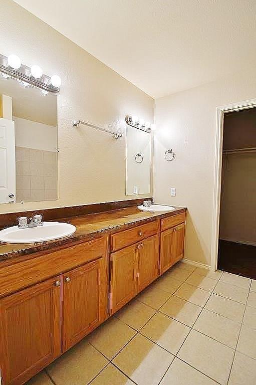 125 Lindas Creek Lane, Weatherford, Texas 76088 - acquisto real estate best celina realtor logan lawrence best dressed realtor