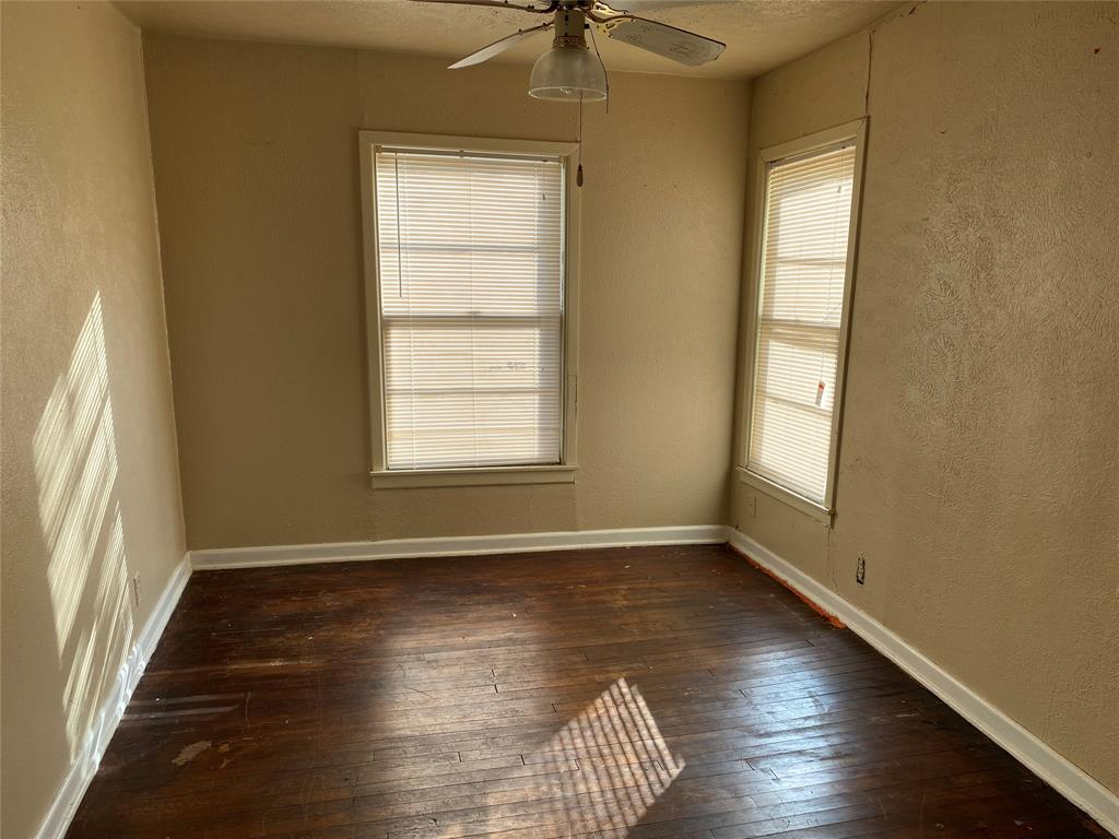 400 Congress  Street, Denton, Texas 76201 - acquisto real estate best real estate company to work for