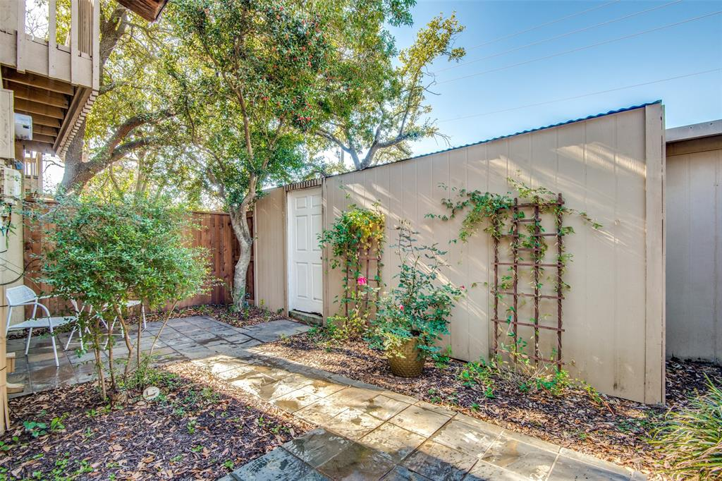 9030 Emberglow Lane, Dallas, Texas 75243 - acquisto real estate best realtor dallas texas linda miller agent for cultural buyers