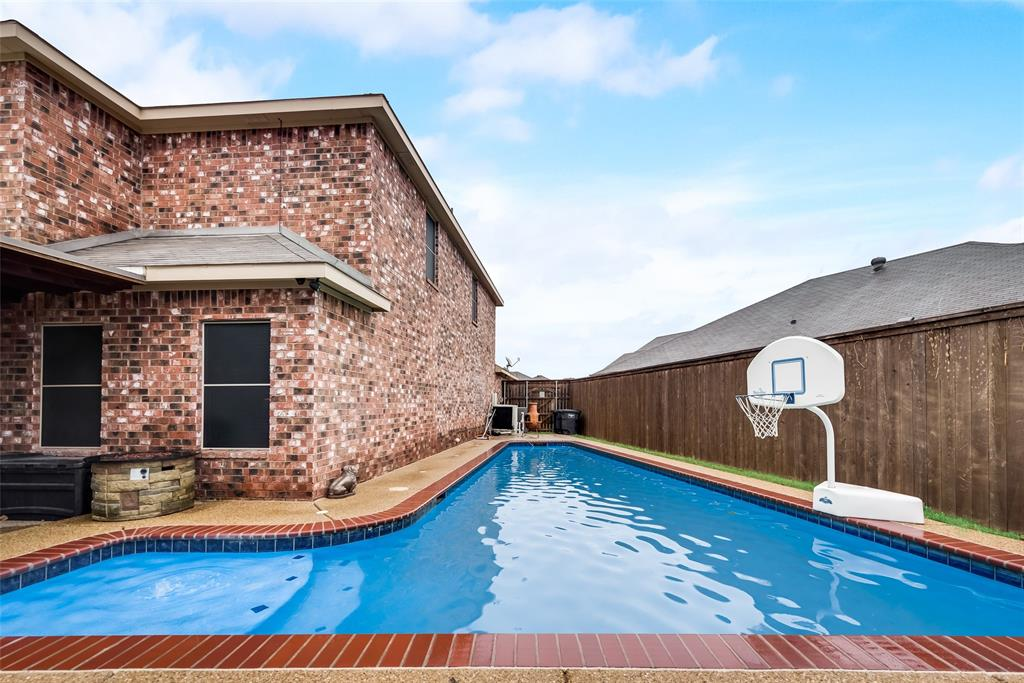 5568 Thunder Bay Drive, Fort Worth, Texas 76119 - acquisto real estate best photo company frisco 3d listings