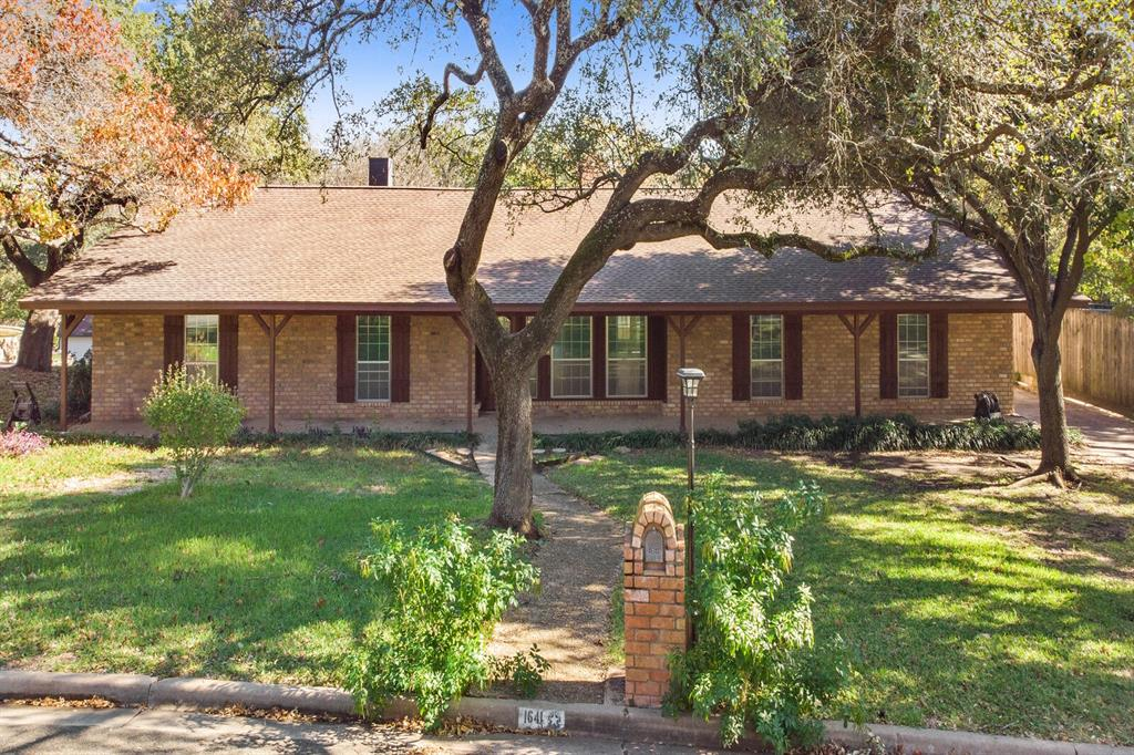 1641 Cherry Creek Drive, Woodway, Texas 76712 - Acquisto Real Estate best plano realtor mike Shepherd home owners association expert