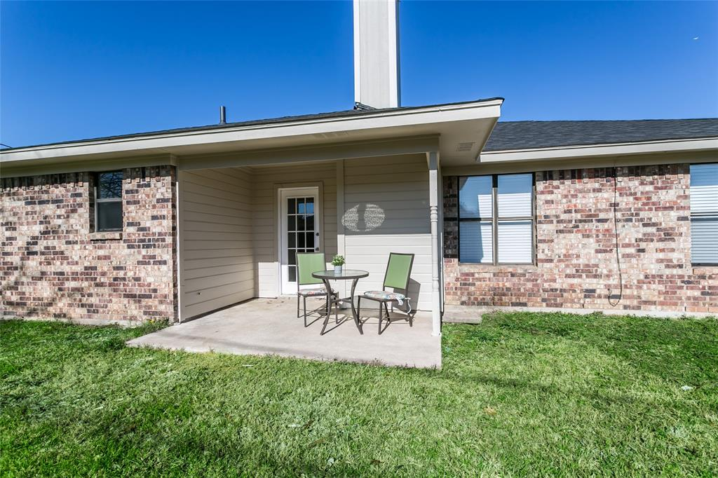 321 Chambers Creek Drive, Everman, Texas 76140 - acquisto real estate best park cities realtor kim miller best staging agent