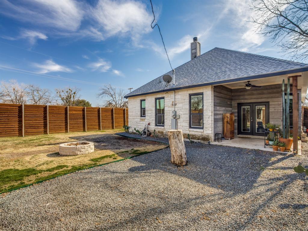 3303 Poinsettia Drive, Dallas, Texas 75211 - acquisto real estate best realtor foreclosure real estate mike shepeherd walnut grove realtor
